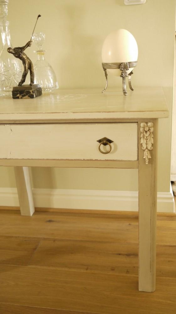 holztisch mit schublade im vintage online shop kaufen kw vintage. Black Bedroom Furniture Sets. Home Design Ideas
