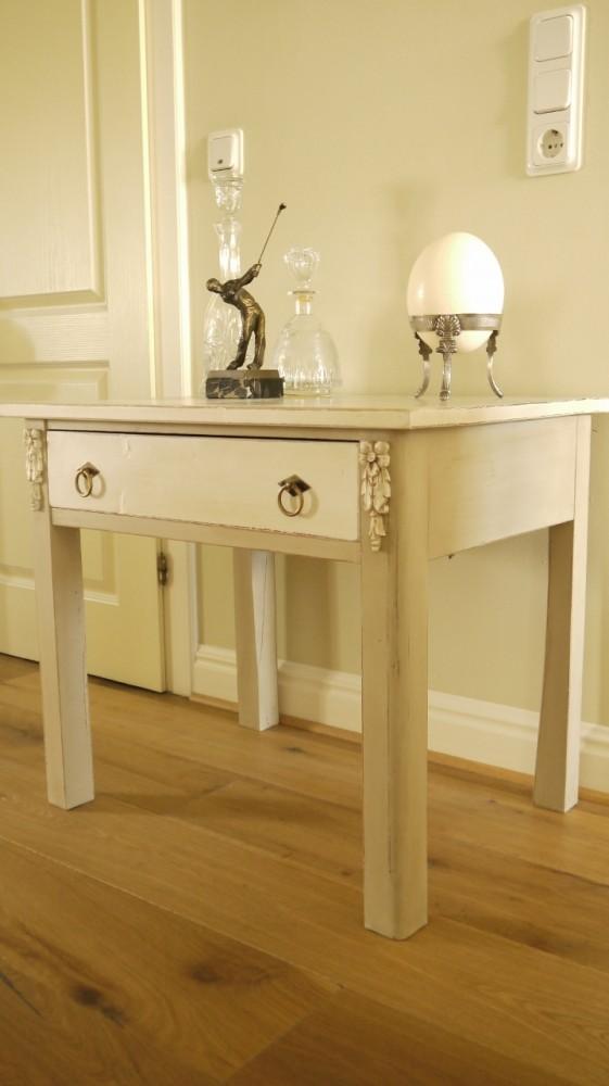 holztisch mit schublade im vintage online shop kaufen kw. Black Bedroom Furniture Sets. Home Design Ideas