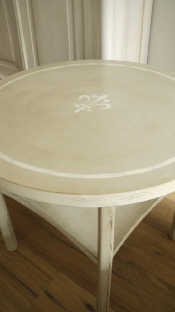 runder beistelltisch im vintage online shop kaufen kw. Black Bedroom Furniture Sets. Home Design Ideas