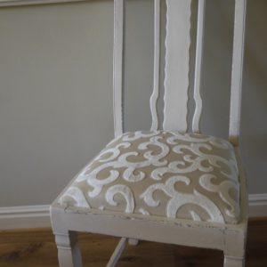 Entzückender Stuhl