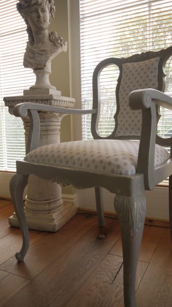 dekorativer holzstuhl im vintage online shop kaufen kw vintage. Black Bedroom Furniture Sets. Home Design Ideas