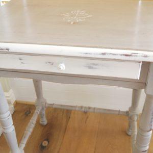 Tisch mit Schublade und Schreibplatte