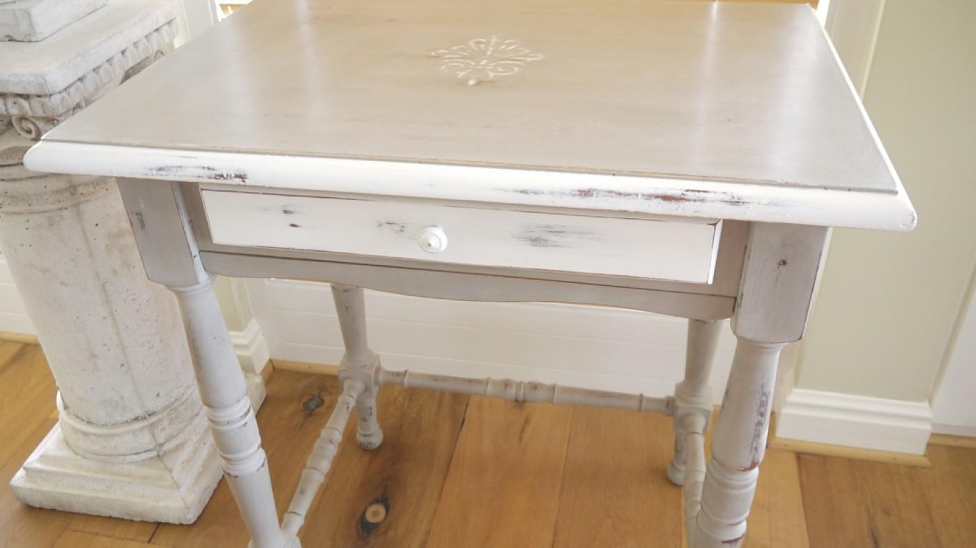 Extravaganter beistelltisch im vintage online shop kaufen for Tisch mit schublade
