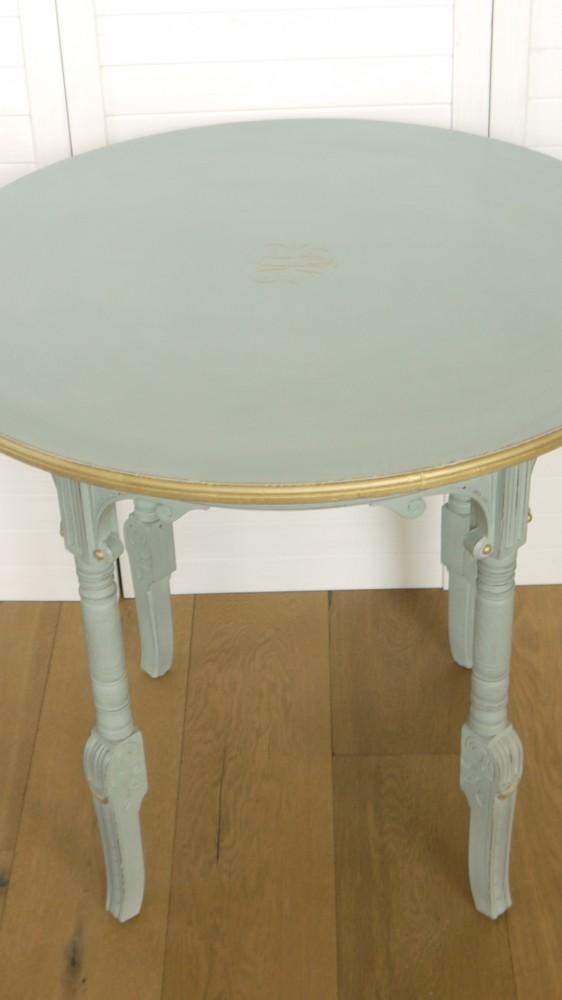 verzierter runder tisch im vintage online shop kaufen kw. Black Bedroom Furniture Sets. Home Design Ideas