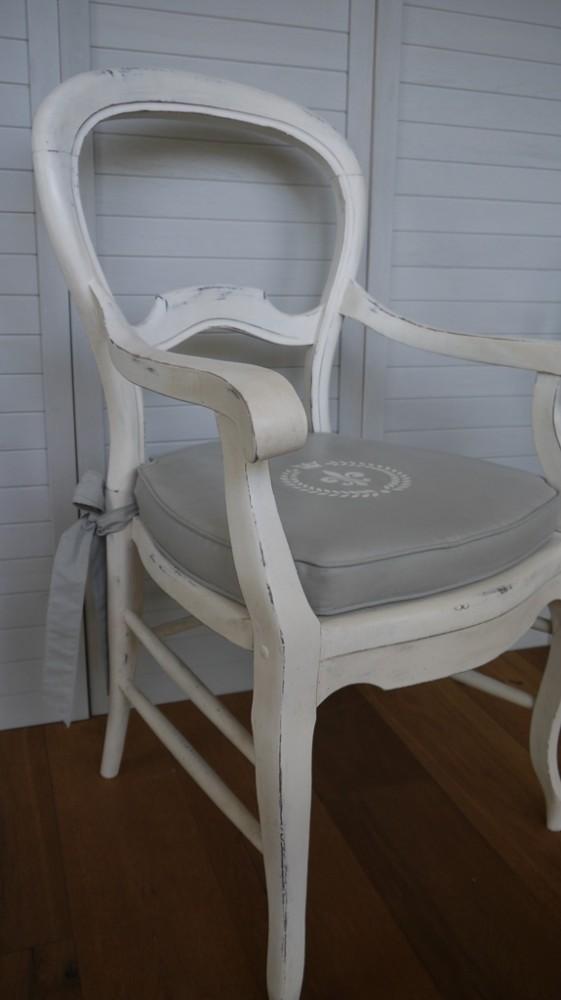 Antiker Sessel mit Polster